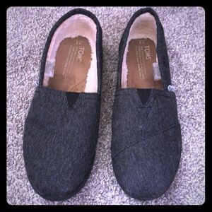 Toms youth size 5